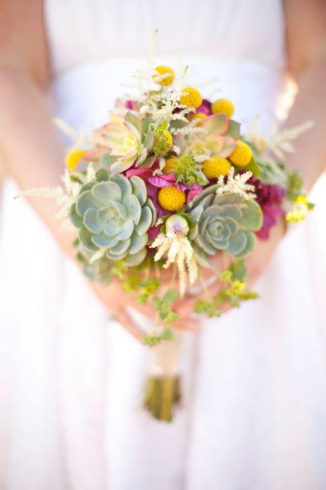 Blumenstrauß mit Sukkulenten-außergewöhnliches Arrangement Ideen