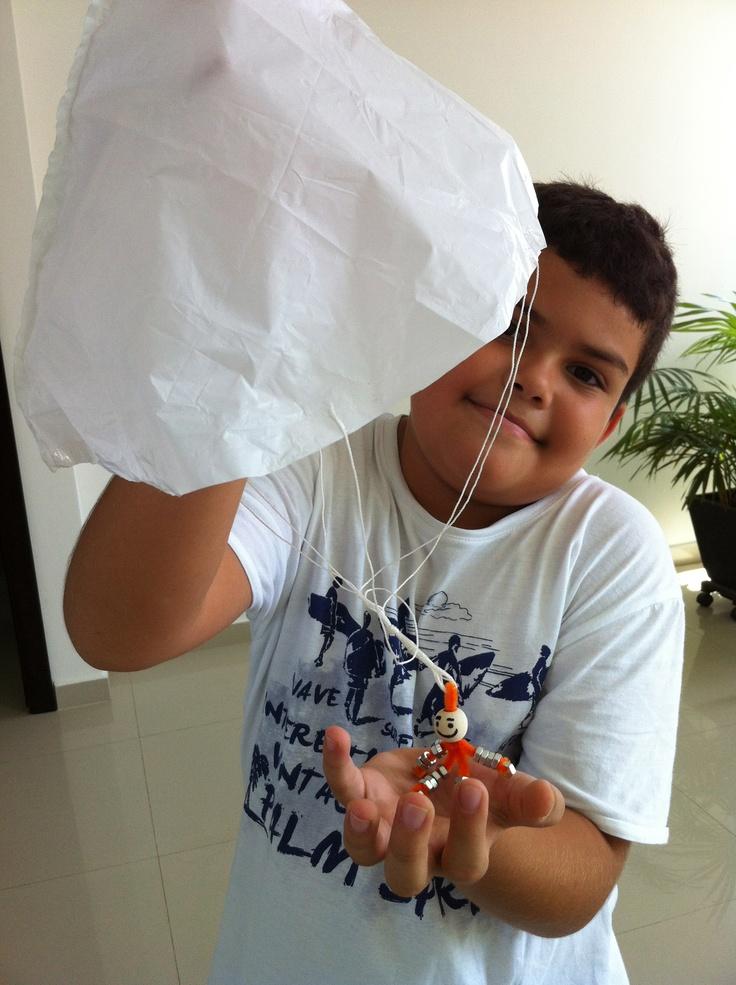 Paracaídas completo! Del set de #EcoScience cortesía de @fajami