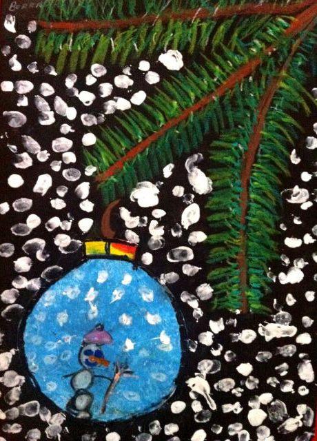 een mooie 'kersttak' met een kerstbal