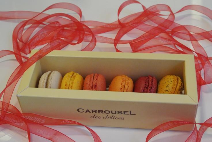 Cutie romantică de macarons.