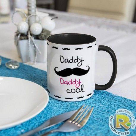 """Kubek specjalnie dla taty - idealny na prezent na dzień taty z napisem """"Daddy cool"""" - różne modele i kolory."""