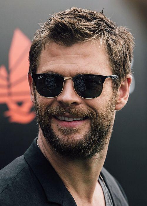 kal-el:    Chris Hemsworth attends a Hong Kong Rugby Sevens 'kick off' event on April 7, 2016 in Hong Kong.