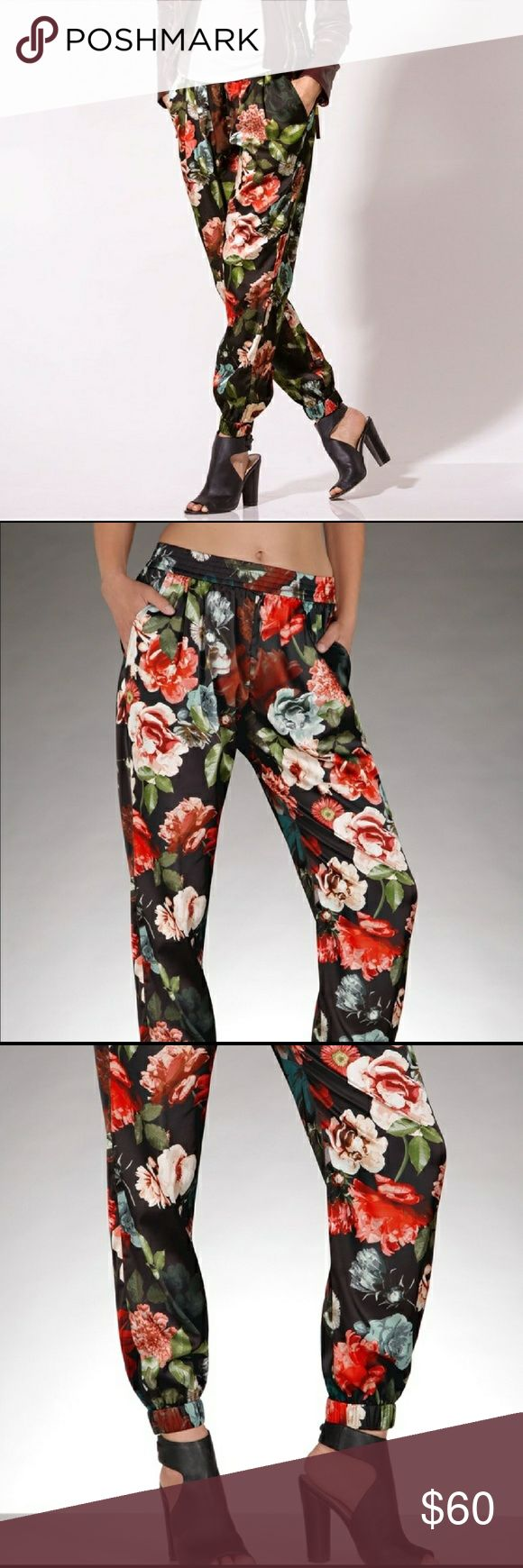 Boston proper floral  jogger / soft pamt EUC silky floral soft pants / joggers by Boston Proper an absolute stable in your wardrobe.. can be dressed down with flats or dressed up with heels and a nice blouse. On-trend print. 100% poly . Not cling fit. Elasticized waist and ankle. Fit 8-10. Worn once. Please no low ball offers, they will b ignored. 🚫 Trades Boston Proper Pants Track Pants & Joggers