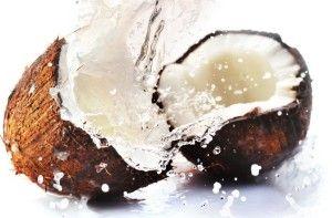PRZEBARWIENIA, ROZSTĘPY, BLIZNY:  1. smaruj olejem kokosowym miejsca z rozstępami lub te, gdzie najczęściej się pojawiają. ; 2. 1 łyżka oleju kokosowego (nierafinowany, tłoczony na zimno) 2 łyżeczki naturalnego miodu 1/2 łyżeczki soku z cytryny 1/4 łyżeczki kurkumy  Wykonanie  Wszystkie składniki połączyć w miseczce i nałożyć na twarz. Po 20 minutach zmyć ciepłą wodą, a twarz delikatnie wytrzeć ręcznikiem. Proszę tylko jej nie trzeć, ale delikatnie osuszyć. Powtarzaj 3-4 razy w tygodniu.