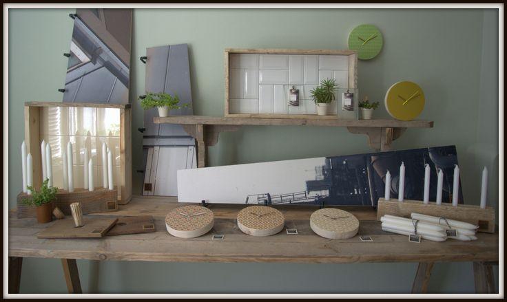 Een stuk opbouwhout uit de Biergarten, overgebleven tegels uit de Machinist of samples van vloeronderdelen van Rotterdamse woonwinkels. Linda Post gebruikt het pure...