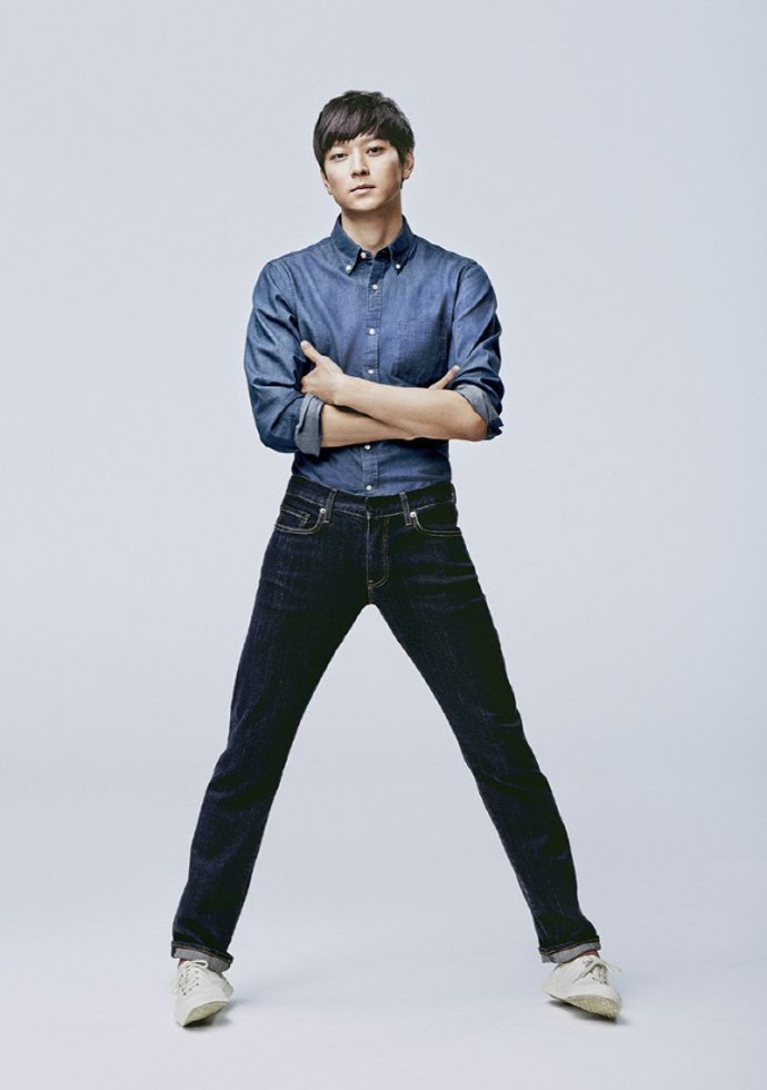 Jeon Ji Hyun & Kang Dong Won Are A Denim Duo For UNIQLO