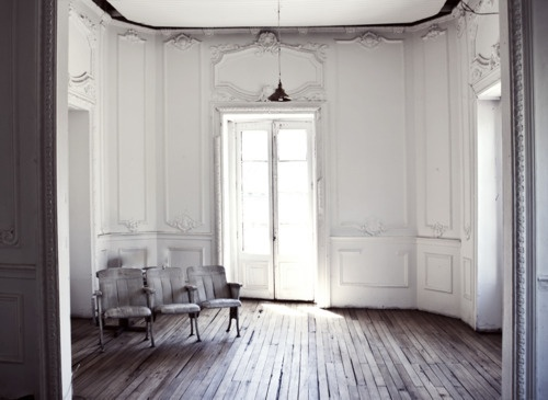 Floors and moldings on walls #rustic setting