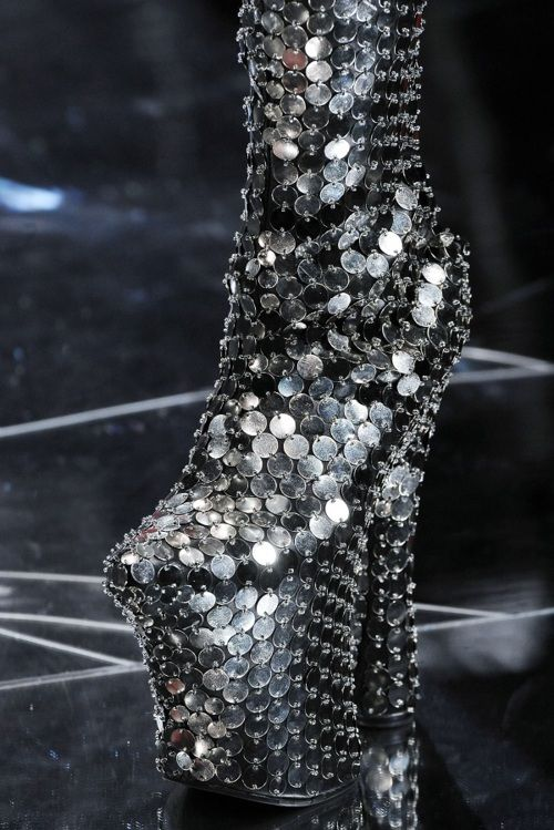 Ok for Lady Gaga, but where/pray tell..are you going to wear these?  Certainly NOT dancing.: Alexander Mcqueen, Mcqueen Fall, Fashion Style, Crazy Shoes, Alexandermcqueen, Silver Shoes, High Heels, Mcqueen Shoes, Bling Bling