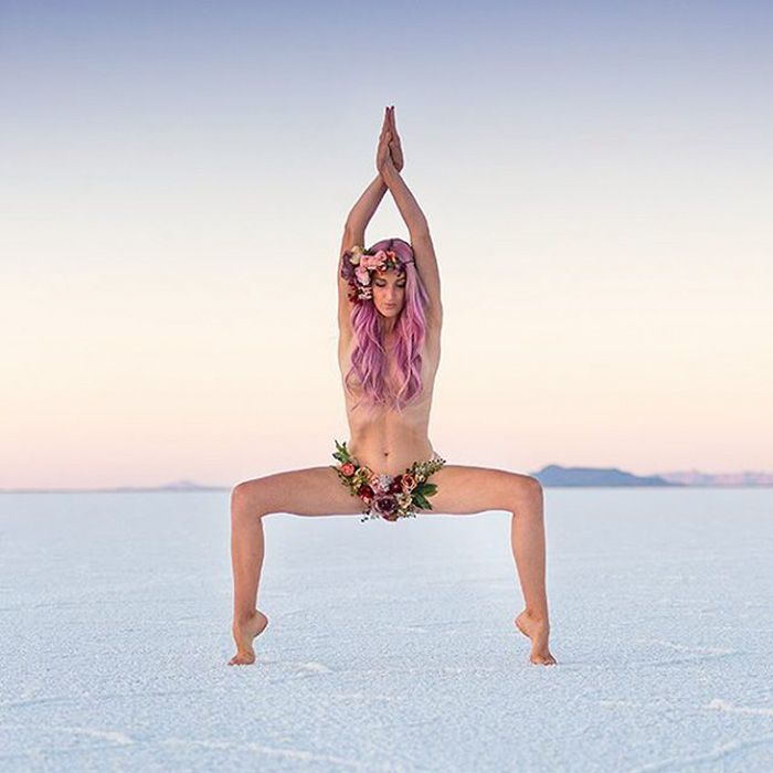 This Yogi's Incredible Body Poses Are Inspiring People With Serious Mental Illnesses