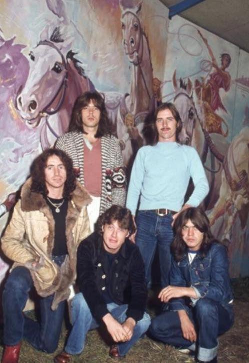 Cliff, Phil, Bon, Angus, Malcolm - AC/DC, 1977