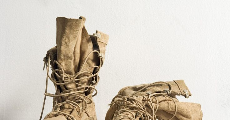 Cómo atar los cordones de unas botas Timberland. Ya sea que prefieras las conocidas botas Timberland brillantes de color amarillo-marrón o marcar tu propio estilo con pasos a tu medida, la empresa Timberland ofrece una variedad de opciones para llenar el armario. Aunque las botas Timberland varían en estilo desde aquellas que no tienen ojales y cordones hasta aquellas que tienen más de 20 ...