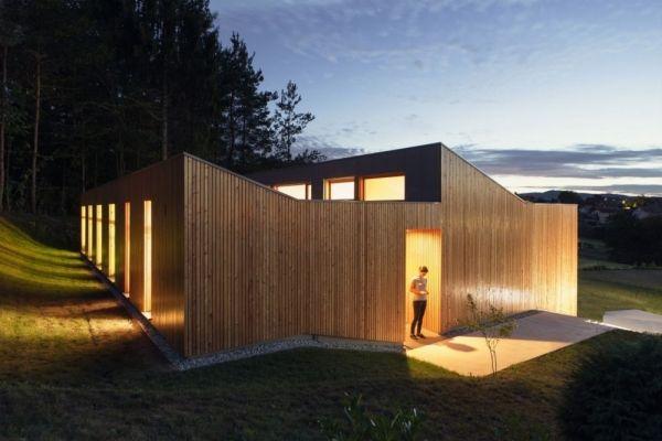 Haus aus Holz mit modernem Design dient als Rückzugsort mitten im