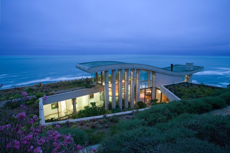 Stunning setting, stunning modern design-  Residence in Papudo / Raimundo Anguita #architecture #home #design