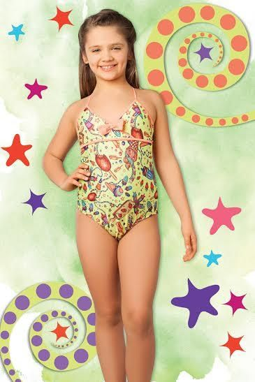 Cocot tiene una línea de trajes de baño para nenas de 6  a 12  años que es increíble. Bikinis con bombachas con voladitos o con pollerita, enterizas para la playa o para la práctica deportiva que incluye gorra. Una colección fresca y divertida para que las más chiquitas jueguen, disfruten el verano y estén cómodas al mismo tiempo.