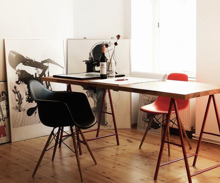 Nada mas lindo que al miércoles agregarle un poco de arte y diseño! Te gustan las #sillas #Eames con patas de madera!? Veni a #Fauna, #Honduras 4646 y elegí la que mas te gusta! #designing #deco #arte #mobiliario #clásicos #tendencias #home #house #life #espacios