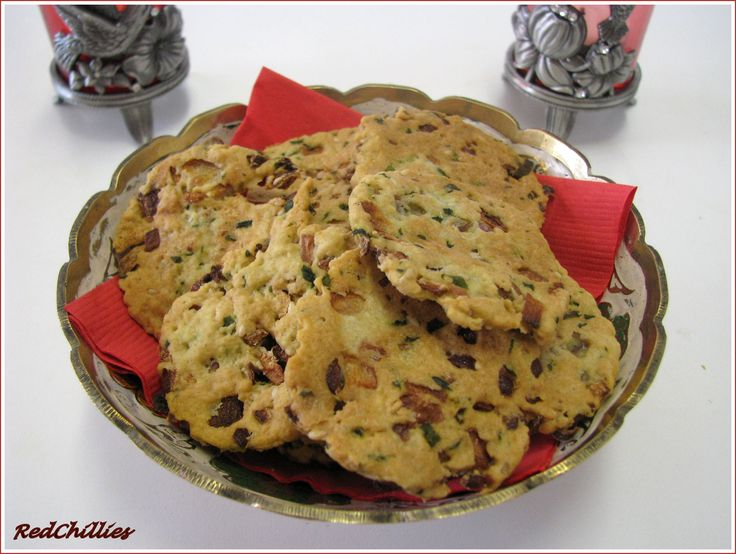 Think I'm going to try making something like this but more of a sriracha/scallion/sesame cookie.
