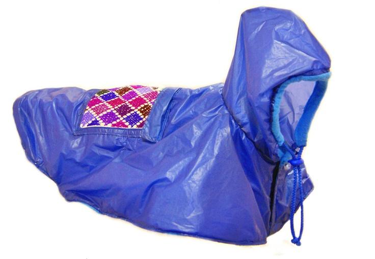 Impermeable para perro /  Handmade Dogs raincoat, via Etsy.