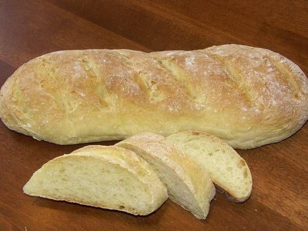 Eenvoudig recept dat begint in de brood machine. Typisch grof Italiaans brood.