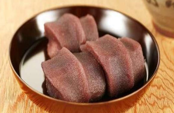akafuku-mochi from mie japan! i wanna try but cant get it in tokyo... :(  strained bean jam including rice cake.