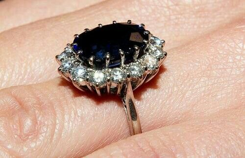 Kate Middleton engagement ring, previously worn by Princess Diana.