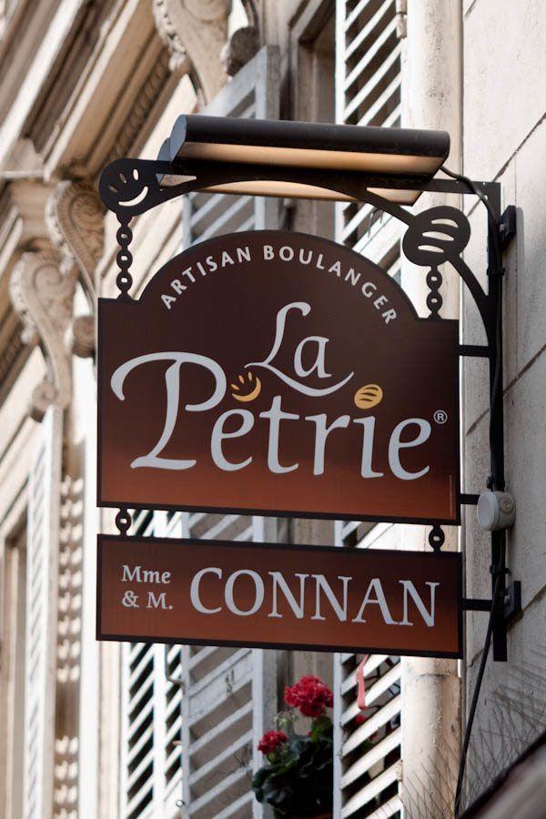 Enseigne de boulangerie - La Petrie ~ Batignolles, Paris