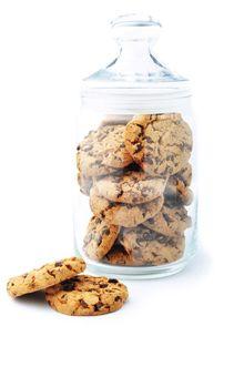 ristede peanuts, jordnøddesmør og mørk chokolade. Et skønt alternativ til danske julesmåkager. Af opskriften får du en stor portion, men så...