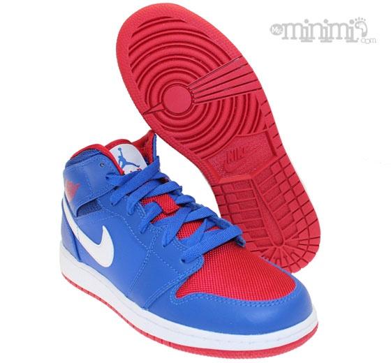 Jordan 1 mid - Bleu et Rouge Voici la toute nouvelle pépite made in Jordan !!! La Jordan 1 mid est cette fois ci déclinée aux couleurs des Pistons, ou du drapeau américain (à vous de choisir). Ce modèle est tout simplement une petite merveille tant au niveau style bien entendu qu'au niveau historique car ce fût le premier modèle que Nike décida d'associer à His Airness ! Voilà vous savez tout ;) #Jordan1 #Mid #Pistons #jordan #kicks #sneakers #kids #enfants #rouge #bleu #toddler #swag