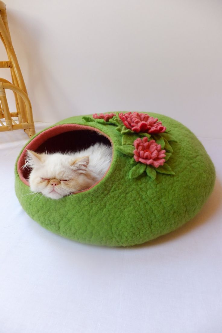 How cute is this cat cave? via Etsy.  Idea for crocheting one, like the floral on top
