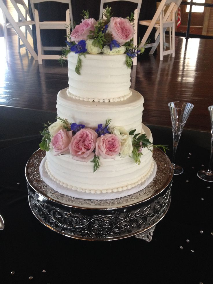 Wedding Cake: The Crossing at Hollar Mill