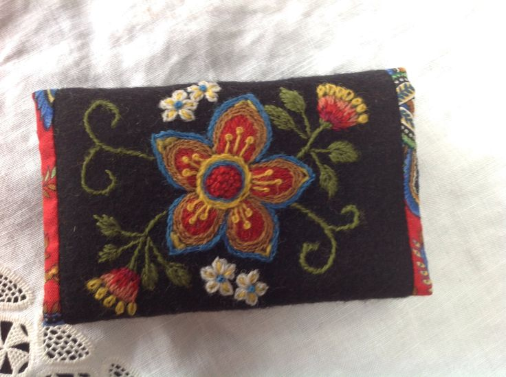 Swedish inspired woolembroidery, made into a case for calling cards. My own design