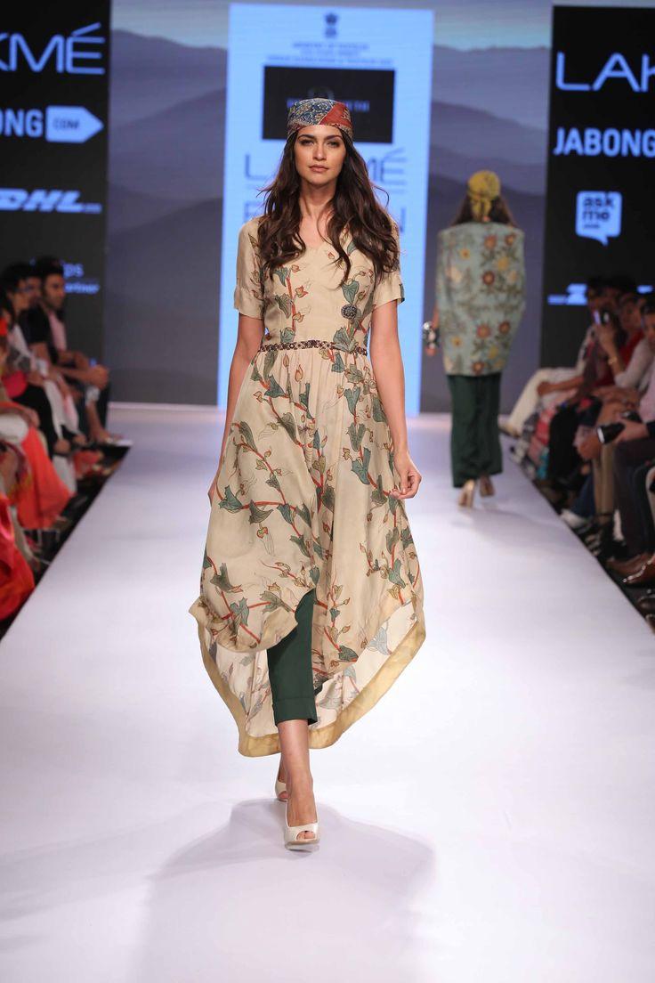 An amazing start start to Day 2 with Divya Sethi's fluid collection at Lakme Fashion Week Summer Resort 15! #JabongLFW