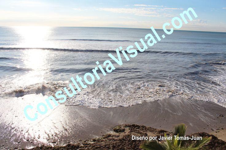 Transmite la importancia del uso de gafas de sol homologadas en la playa para cuidar la salud visual.