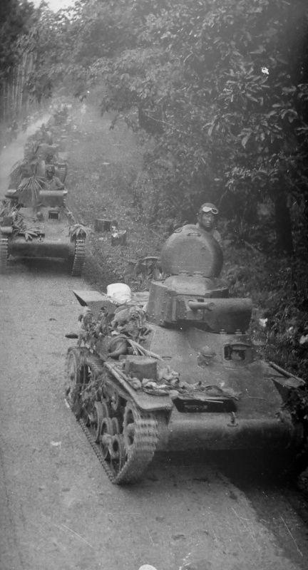 "Column of Japanese tankers type 97 ""Te-Ke"" on the road near Kampar in Malaya, 1941/42 - pin by Paolo Marzioli"
