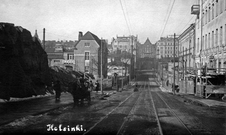 Vy längs Nikolaigatan (dagens Snellmansgatan) norrut 1910. Fotografen står ungefär vid dagens Estnäsgatan. © Helsingfors stadsmuseum.