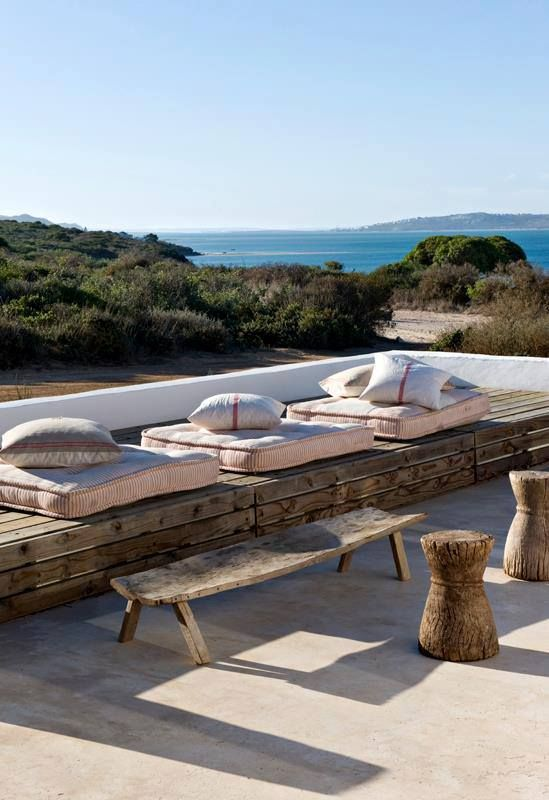 Natural outdoor terrace