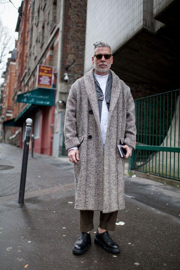 2016-04-21のファッションスナップ。着用アイテム・キーワードは40代~, コート, サングラス, シャツ, ドレスシューズ, ニック・ウースター, パンツ,etc. 理想の着こなし・コーディネートがきっとここに。| No:143874