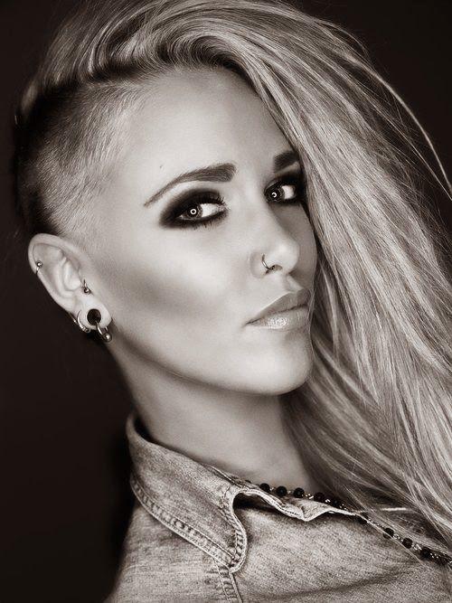 Si estas buscando cambiar tu corte de pelo llegaste al lugar indicado. Las mejores fotos de cortes de cabello rapado para mujeres la ultima tendencia.