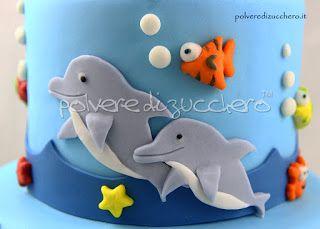 Torta decorata tema mare con balena, delfini, squalo e pesci in pasta di zucchero  Cake decorated  theme sea with whale, dolphin, shark and fish sugar paste