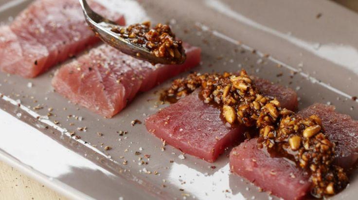 Rauwe tonijn met pijnboompittentapenade | VTM Koken - Pascale Naessens