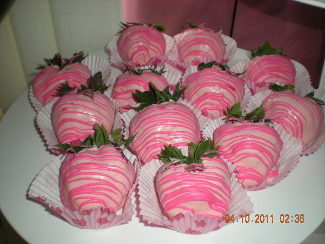 chocolate covered strawberries for a minnie mouse dessert table