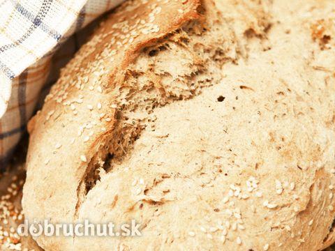 Domáci chlieb s cibuľou