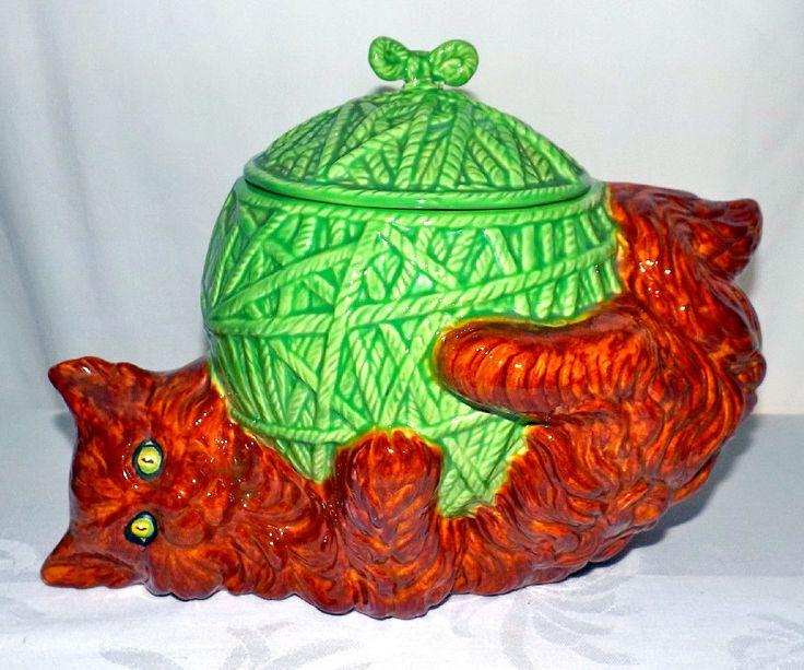 """Большая ретро Glenview пресс-форма для  печенья, большая, с зеленый глазами  кошка с клубком ярко зеленый пряжи. Размеры -  9"""" высота x 12"""" длина (уха до хвоста) x 7"""" глубина"""