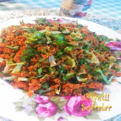 Elazığ'da bütün yemekler çok farklı, öyle bir kısır yapıyorlarki ağzınıza layık.. ELAZIĞ USULÜ KISIR.. Tarif için tıklayınız : http://www.afiyetlisofralar.com/mutfaktan-lezzetler/yemektarifi/mezeler/elazig-usulu-kisir