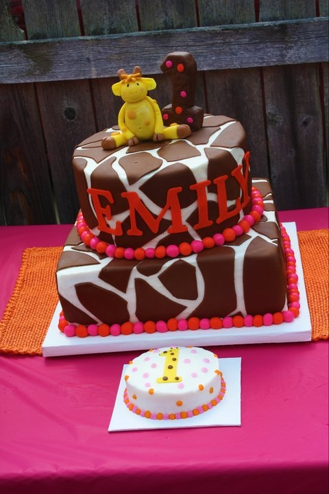 Change the pink to blue (and also the letters) and I think we have a winner. Love this giraffe cake and the little smash cake that goes with it.