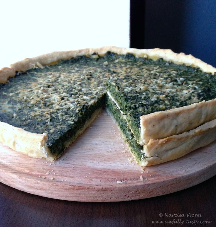 Tarta cu spanac si pecorino.  Spinach and pecorino tart.