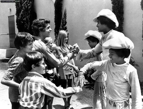The Brady Bunch and The Jackson Five meeting | 35 Rare Candid Photos Of Famous People Together Like You've Never Seen Them
