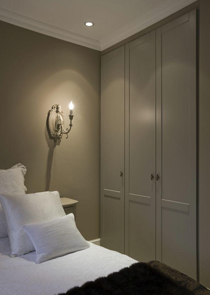 Maatkast in slaapkamer met kader draaideuren kast slaapkamer pinterest best shelving and - Volwassen slaapkamer arrangement ...