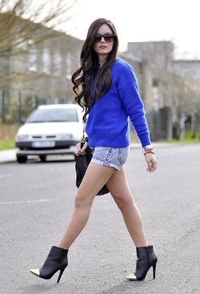 cobalt blue+shorts chic.