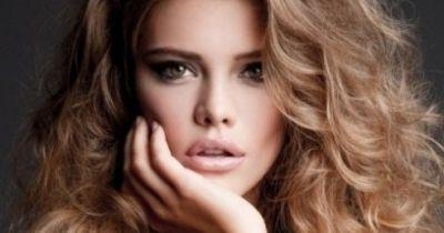 Göndör vagy hullámos haj egyszerűen | Femcafe