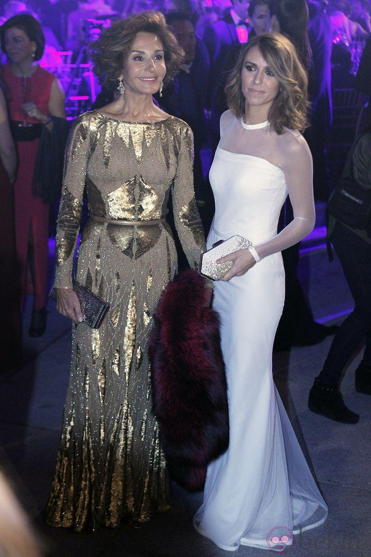Naty Abascal y Laura Vecino en los Premios Telva 2013. Diciembre 2013.